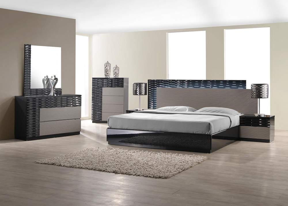Chic Modern Italian Bedroom Set Italian Style Wood Designer Furniture Collection Feat Light