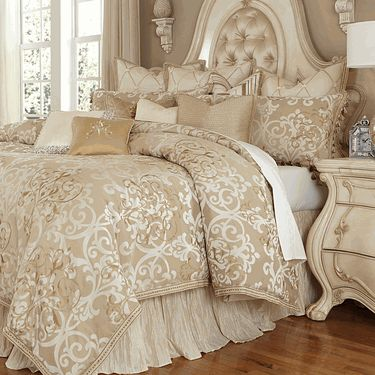 Impressive Luxury Bedding Ensembles Best 25 Luxury Bedding Ideas On Pinterest Luxury Bed Luxurious