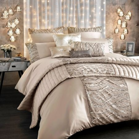 Incredible Luxury Bedding Ensembles Best 25 Luxury Bedding Sets Ideas On Pinterest Luxury Bedding